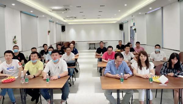 """电子烟新锐品牌千慕ChillMis举办主题为""""携手同心,永毅笃行""""战略培训"""