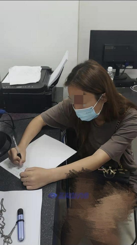 19岁女子在飞机上吸电子烟 被处罚200元