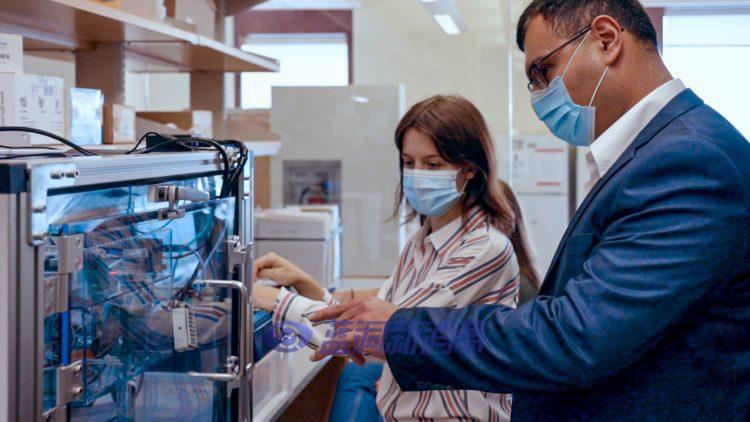 皮特大学医学副教授开发机器人研究电子烟对健康影响
